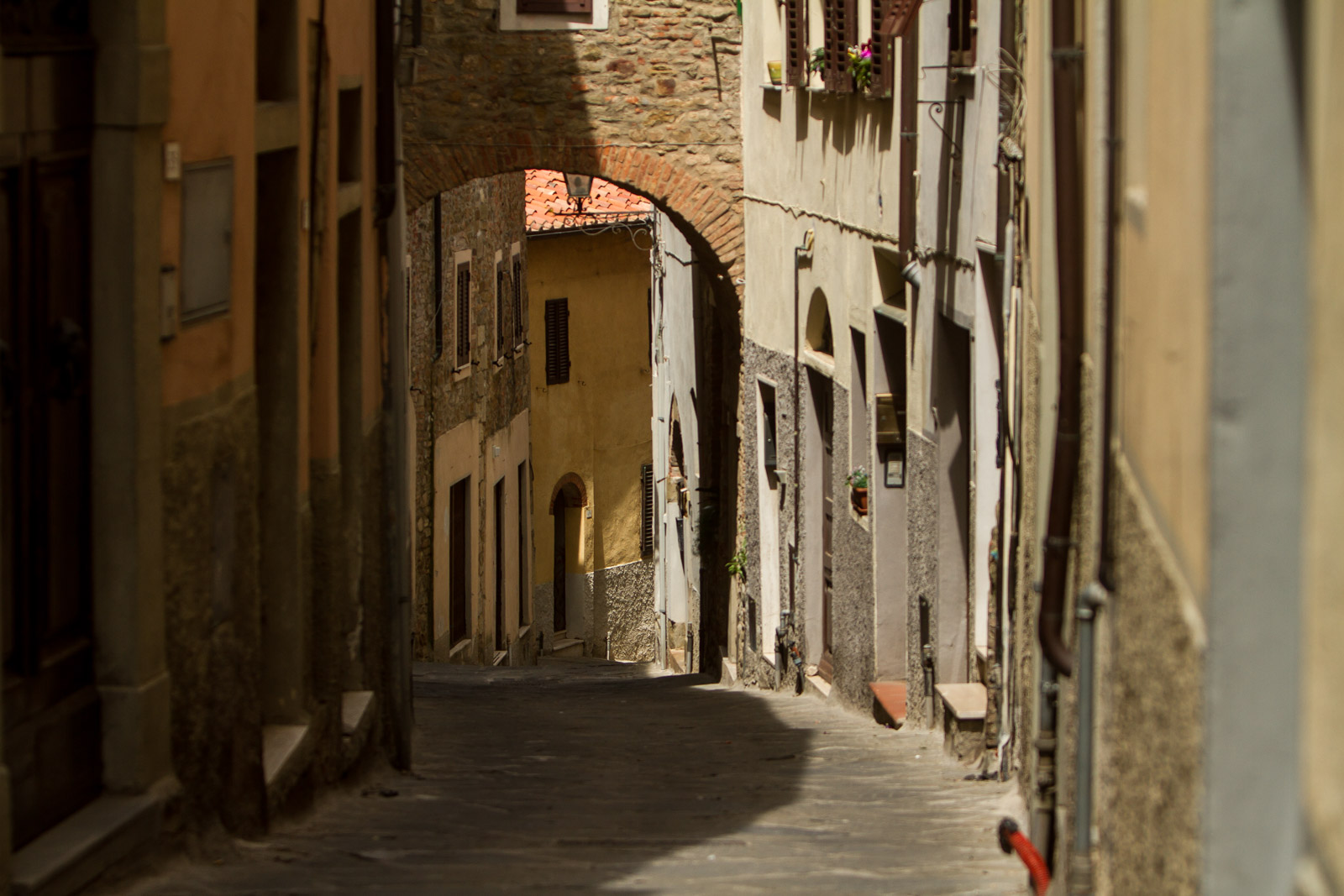 A typical street in Scarlino.