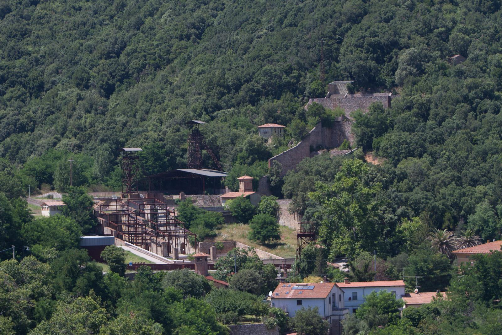 Nelle vicinanze troverete l'ex sito minerario di Ravi_Marchi.