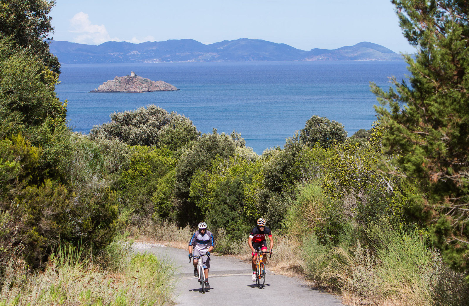 Gravel Road Challenge 2016 is presented by Punta Ala Trail Center and hosted at its base, PuntAla Camping Resort. The ride will begin and end at the resort's pristine shore, and riders are encouraged to take advantage of the great autumn accommodation pricing to make it a holiday for all the family.